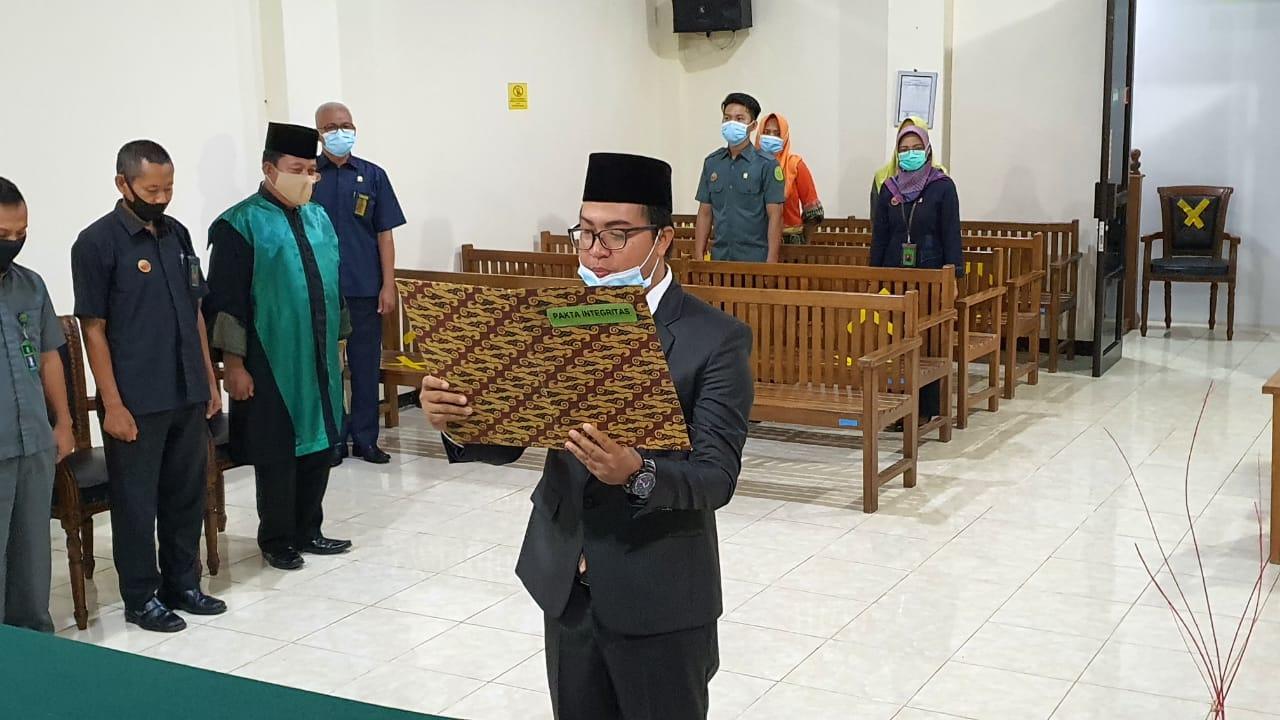 Pelantikan dan Pengambilan Sumpah Jabatan Panitera Muda Perdata Pengadilan Negeri Bintuhan