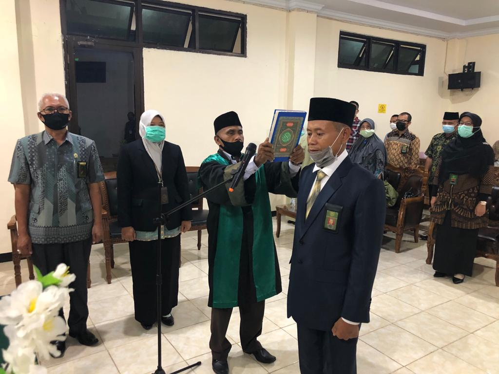 Pelantikan dan Pengambilan Sumpah Jabatan Sekretaris Pengadilan Negeri Bintuhan