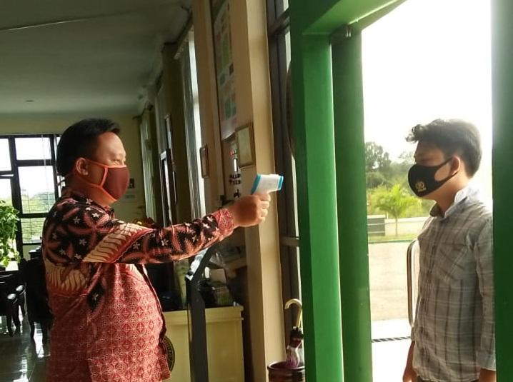 Penerapan Protokol Kesehatan Kepada Pengunjung Pengadilan Negeri Bintuhan