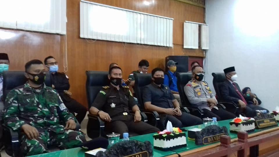 Menghadiri Sidang Istimewa DPRD Kabupaten Kaur