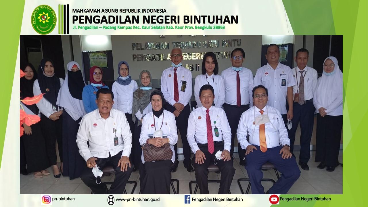 Wakil Ketua Pengadilan Tinggi Bengkulu YM Ibu Dr. Hj. Nirwana